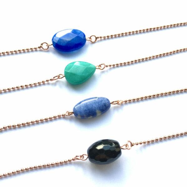 Armband met een koningsblauwe ovalen natuursteen jade lapiz lazuli onyx rose goud edelsteen armbanden
