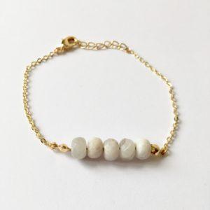 Armband met grijze natuursteen goud