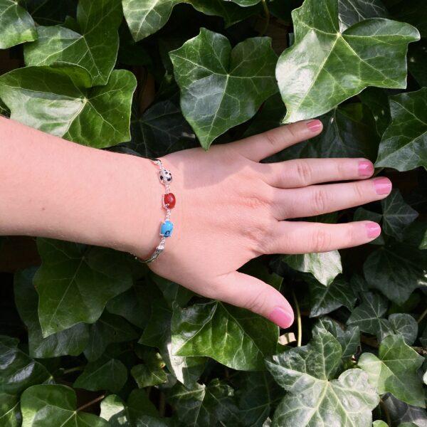 Fijne armband met natuursteen bedels turquoise rood multi zilver