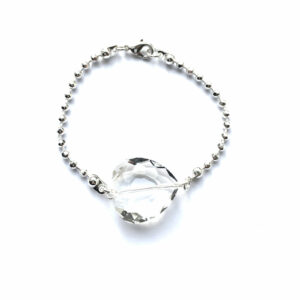 Fijne metalen armband met glimmend hart zilver
