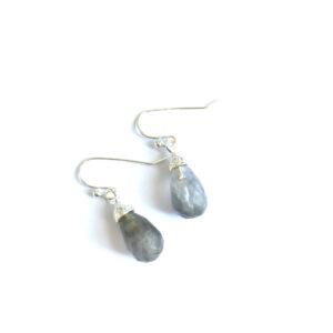 Fijne oorhangers grijze bedels zilver