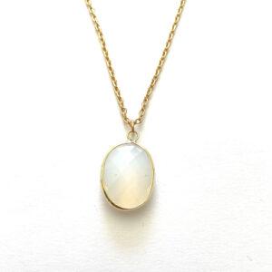 Ketting met glasbedel hanger maansteen goud