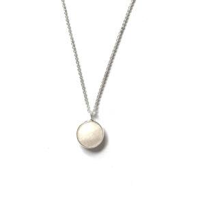Ketting met hanger witte natuursteen zilver