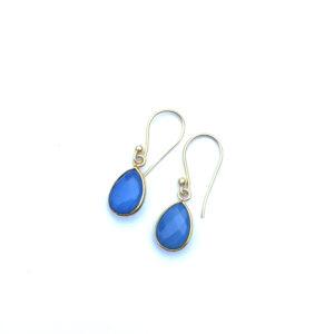 Kleine druppel edelsteen oorbellen Blue Chalcedony 925 zilver verguld