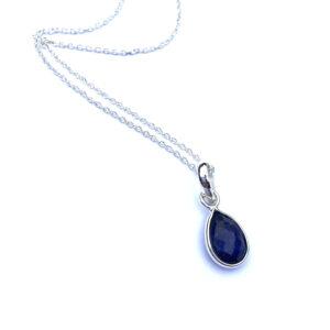 Korte ketting met druppel hanger lapis lazuli 925 zilver