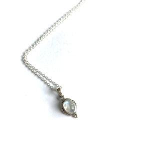 Korte ketting met ovalen hanger maansteen 925 zilver