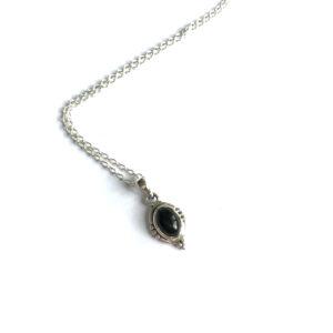 Korte ketting met ovalen hanger onyx 925 zilver
