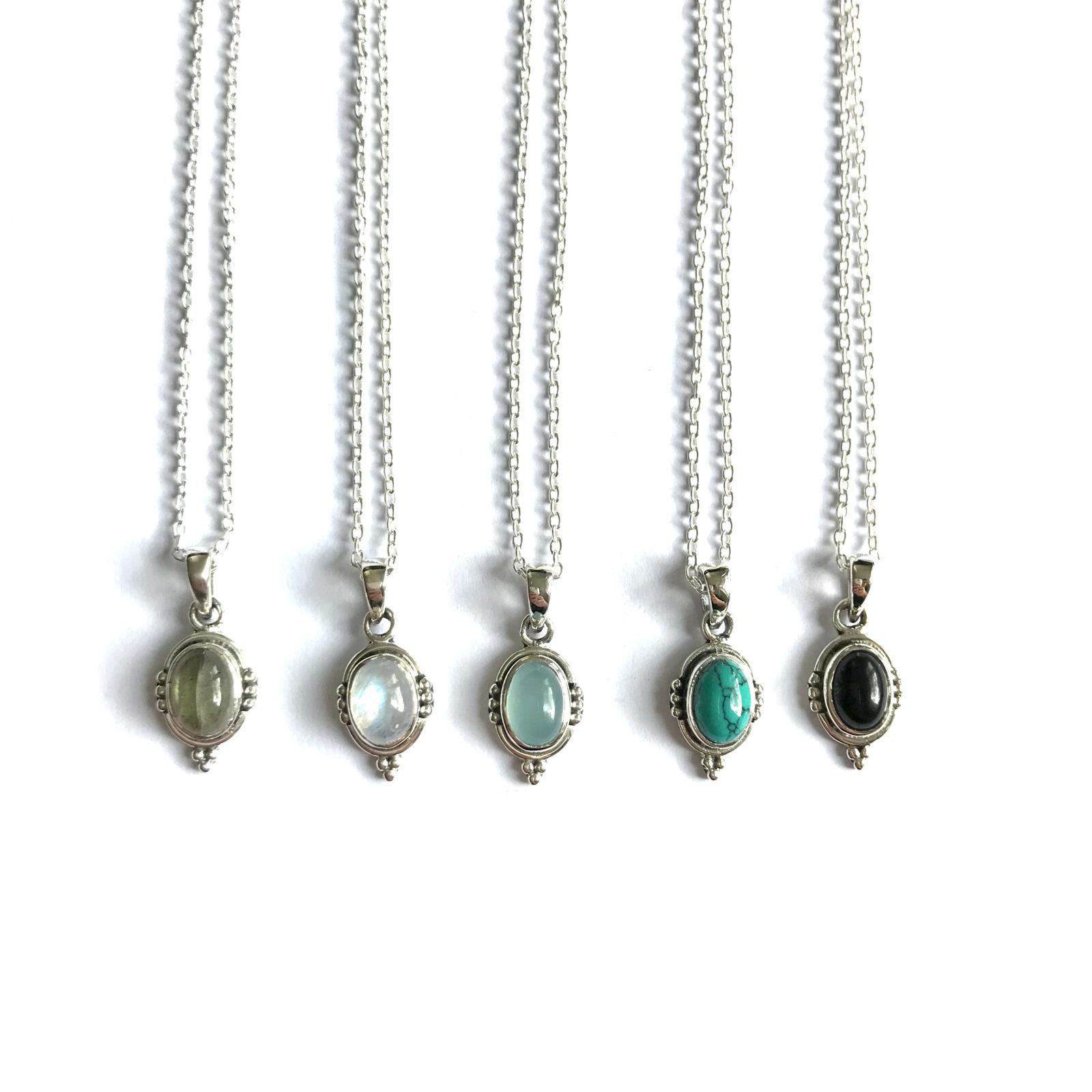 Korte kettingen met ovalen edelsteen hanger 925 zilver