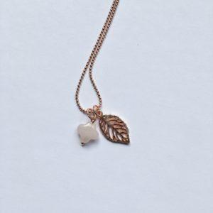 Lange edelsteen ketting 2 bedels rozenkwarts bloem blad bedel rosé goud