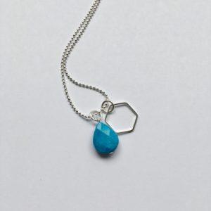 Lange edelsteen ketting fel blauwe natuursteen druppel hexagon bedel zilver