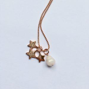 Lange edelsteen ketting met rozenkwarts druppel sterren bedel rosé goud