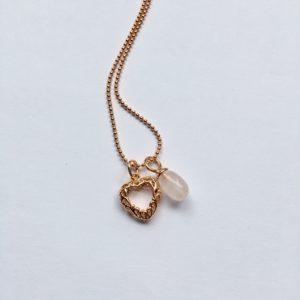 Lange edelsteen ketting met rozenkwarts hanger hart bedel rosé goud