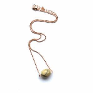 Minimalistische ketting met beige natuursteen rose goud