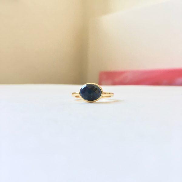 Ring met ovalen lapis lazuli goud maat M 17 mm