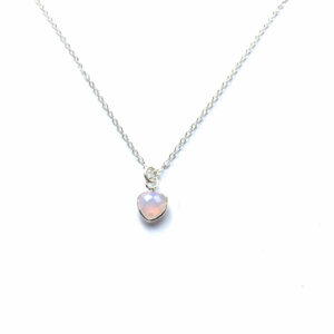 Zilveren driehoek ketting met pink opal