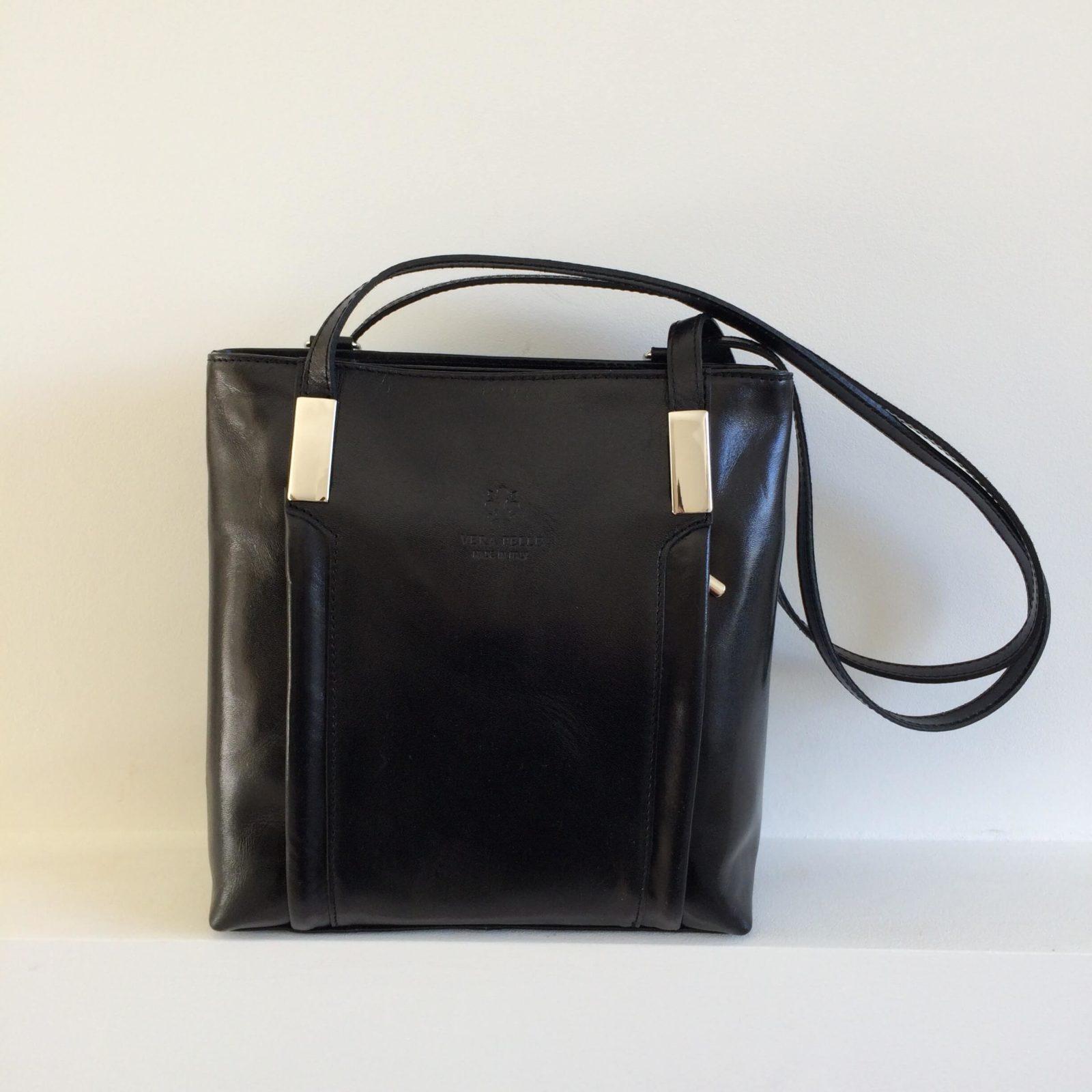 rugtas en schoudertas in een rugzak zwart