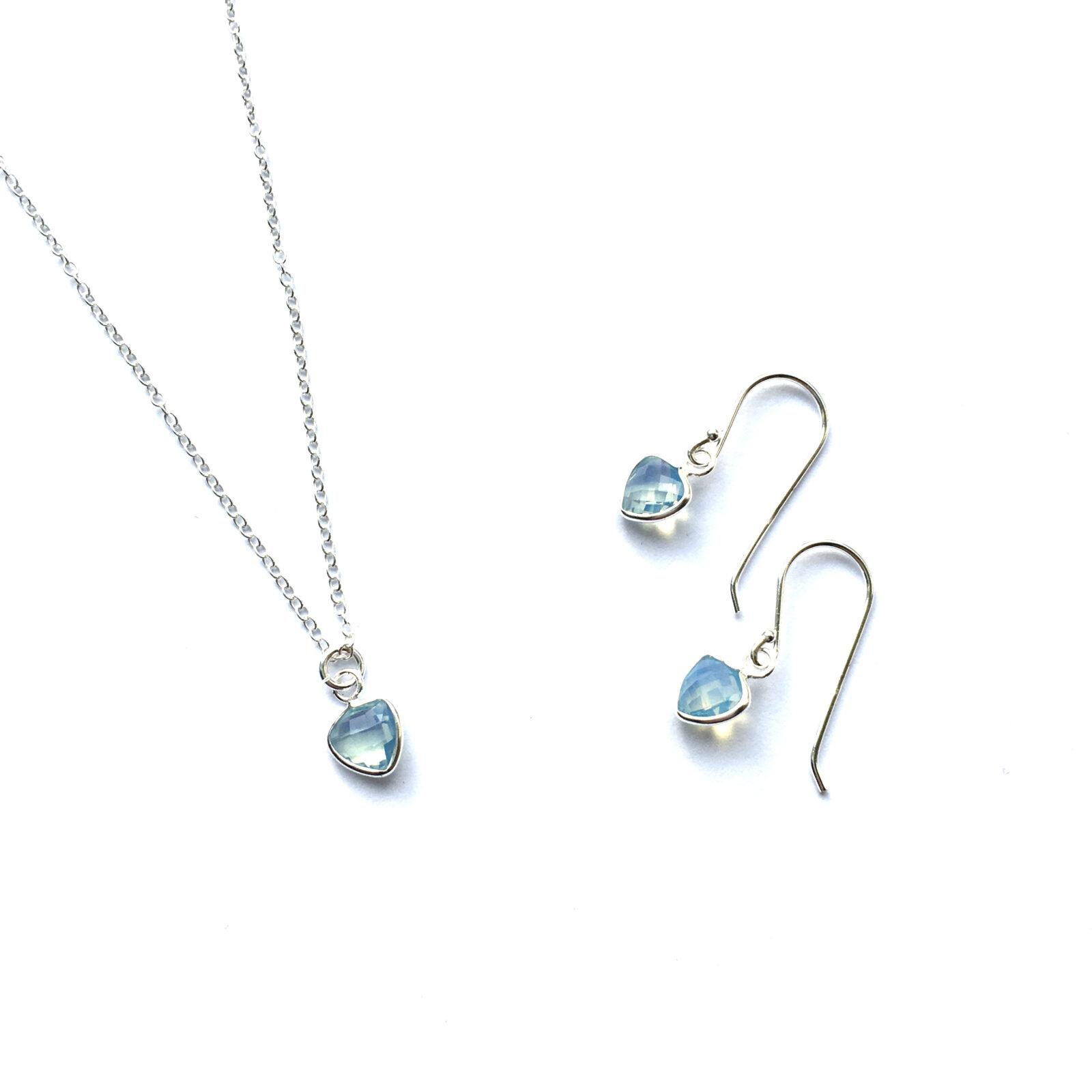 sieraden set Zilveren driehoek ketting met blue opal en oorbellen